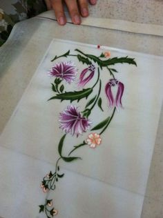 This Pin was discovered by Nur Embroidery Flowers Pattern, Embroidery Works, Crewel Embroidery, Hand Embroidery Designs, Embroidery Thread, Floral Embroidery, Flower Patterns, Cross Stitch Embroidery, Saree Painting