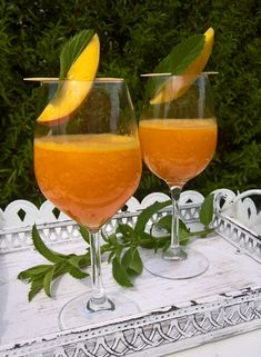 Mango Aperol | MERLI.CH Mango Cocktail, Cocktail Drinks, Cocktail Recipes, Alcoholic Drinks, Food Humor, Funny Food, Tomato Salad, Summer Cocktails, Perfect Food