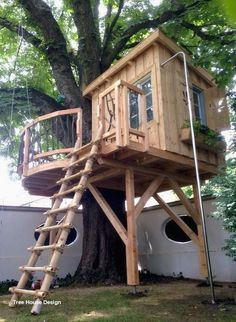 Awesome Tree House Ideas for Your Backyard. Playing in tree houses always fascinating. It is too much fun to build your own tree house when you are a child. Backyard Playground, Backyard For Kids, Backyard Ideas, Backyard House, Tree House Playground, Backyard Treehouse, Backyard Fort, House Deck, Bamboo Ladders