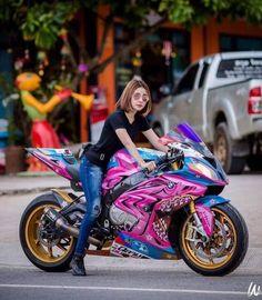 Gp Moto, Biker Photoshoot, Bike Bmw, Futuristic Motorcycle, Drag Bike, Motorbike Girl, Cool Motorcycles, Super Bikes, Biker Girl