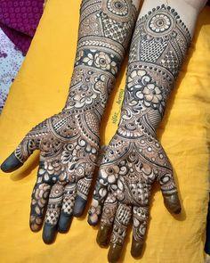 No photo description available. Eid Mehndi Designs, Wedding Mehndi Designs, Mehndi Patterns, Simple Mehndi Designs, Mehndi Design Pictures, Mehndi Images, Henna Mehndi, Henna Tattoos, Mehendi