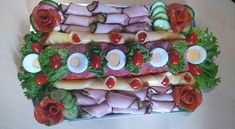 Így tálalj! Egy nagyszerű háziasszony csodás hidegtálai! - Egy az Egyben Party Platters, Caprese Salad, Sushi, Marvel, Japanese, Ethnic Recipes, Food, Japanese Language, Essen
