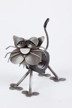 Metal Yard Art: Yardbirds Junkyard Cats.  Adorable sculptures!  Eye candy! ... http://www.askthecatdoctor.com/metal-yard-art.html#