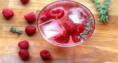 raspberries oz gin oz Lillet blanc juice from of a lemon oz) oz soda optional sprig of thyme to garnish Fun Drinks, Yummy Drinks, Yummy Food, Beverages, Love Eat, Love Food, Low Calorie Cocktails, Juice Diet, Cocktails