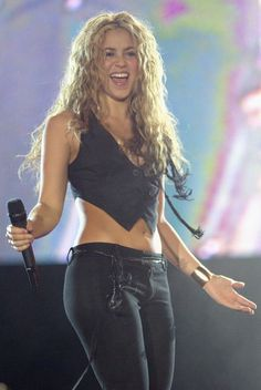 Curly-haired celebs we love: Shakira