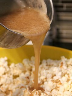 Can you say Halloween Horror Movie Marathon? Take the edge off with this AMAZING Salted Caramel Popcorn, so good! #movienight