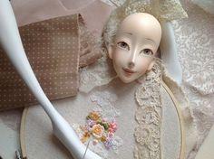 Кукольная мастерская ANNADAN: После росписи глаз, кукла уже есть. Она уже ждет. Кружева, бисер, ткани, теперь все имеет значение для нее...