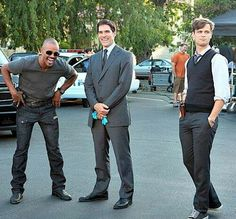 I love how Reid is trying to act all innocent and Hotch Morgan cant help laughing!!