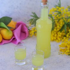 Italian Limoncello Recipe, Homemade Alcohol, Diy Food Gifts, Alcohol Drink Recipes, Hot Sauce Bottles, Yummy Drinks, Alcoholic Drinks, Food And Drink, Pasti