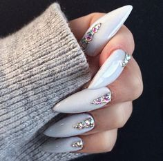 Grey jewelled stiletto nails, nail art and nail designs Fabulous Nails, Gorgeous Nails, Love Nails, Pretty Nails, Acrylic Dip Nails, Nail Art Designs, Uñas Fashion, Fashion Killa, Latest Fashion