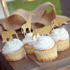 46 Trendy baby shower ideas for girls themes safari cupcake toppers Safari Baby Shower Cake, Deco Baby Shower, Baby Shower Items, Baby Shower Table, Baby Shower Cupcakes, Baby Boy Shower, Baby Shower Jungle, Animal Theme Baby Shower, Baby Cupcake