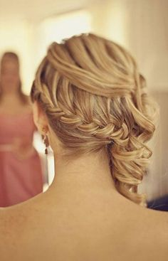 Wedding hairstyle : Back frenchbraid into side swept hair. pic.twitter.com/q2FRCUDado