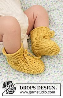 Stroll in the Park Booties - Gebreide sloffen voor baby's met valse kabels in DROPS BabyMerino. Maten Prematuur - 4 jaar. - Free pattern by DROPS Design Baby Knitting Patterns, Crochet Patterns, Knitting Tutorials, Stitch Patterns, Knitting Gauge, Knitting Stitches, Free Knitting, Loom Knitting, Drops Design