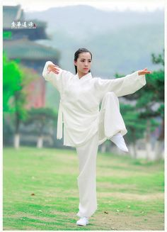tai chi at DuckDuckGo Martial Arts Gear, Martial Arts Women, Kung Fu, Tai Chi Clothing, Female Martial Artists, Sport Top, Chinese Martial Arts, Dynamic Poses, Art Japonais