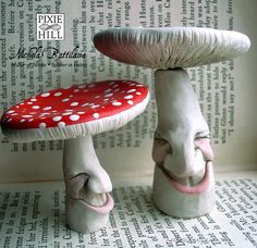 One Large Pleasantly Pleased Redcap Toadstool by PixieHillStudio, using paper clay - Sequin Gardens Polymer Clay Kunst, Fimo Clay, Polymer Clay Projects, Polymer Clay Creations, Clay Fairies, Mushroom Art, Paperclay, Air Dry Clay, Cold Porcelain