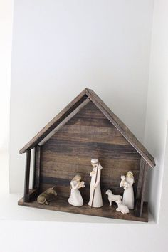 building with paint sticks diy nativity stable christmas decorations crafts repurposing upcycling seasonal holiday decor woodworking projects Nativity Stable, Nativity Creche, Nativity Crafts, Christmas Nativity, Noel Christmas, Winter Christmas, All Things Christmas, Xmas, Willow Tree Nativity