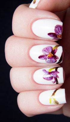 Floral nails using Pantone's colour of the year - orchid...x