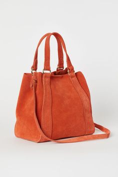 Small shopper in soft suede. Two handles and magnetic fastener at top, narrow, detachable shoulder strap, and twill-lined base. Fall Handbags, Handbags Online, Tote Handbags, Purses And Handbags, Soft Leather Handbags, Leather Purses, Leather Bag, H&m Pt, Orange Bag