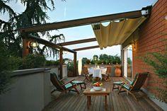 idee deco terrasse -bois-salon-jardin-bois-pergola-rétractable