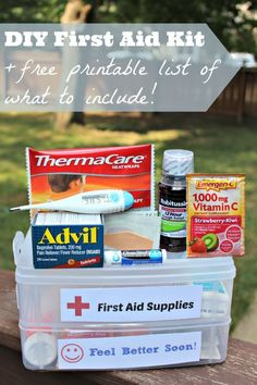 Great list (+ free printable!) of what you need in a first aid kit -- perfect for the car, classroom or dorm room!