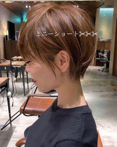 Helpful Hints To Help You Handle Hair Thinning Medium Hair Styles, Short Hair Styles, Natural Hair Styles, Short Bob Hairstyles, Pretty Hairstyles, Types Of Hair Color, Straight Layered Hair, Longer Pixie Haircut, Hair Mist