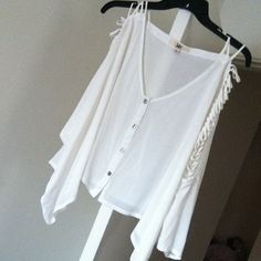White Crop Top Perfect for SPRING ☀️ Cute, white crop top that flows in the wind! Perfect for the beach! Never worn! New w/o tags. Fringe. Cutout. Quarter length sleeves. Tops Crop Tops