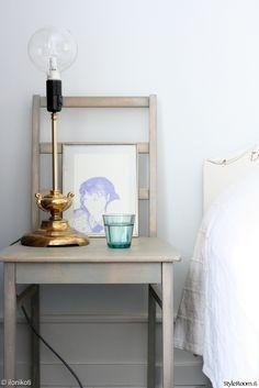 """""""kotiAni"""":n yöpöytää koristaa hieno itse tehty valaisin #styleroom #diy #inspiroivakoti"""