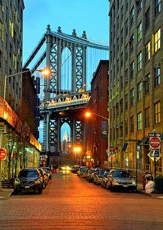 Ponte de Manhattan. Faz a união de Manhatan com o Brooklin, sobre o Rio East. Comprimento: 2089m. Nova York. U.S.A.