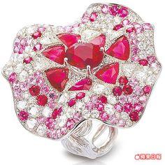 華爾滋紅寶戒指的造型如飛揚的裙襬。336萬元