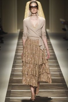 Etro Spring 2016 Ready-to-Wear collection, runway looks, beauty, models, and reviews.