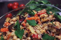 Jeg er veldig glad i mettende salater som inneholder sunn mat. I denne oppskriften har jeg paprik...