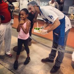 Andre Ethier helping out at Union Rescue Mission in Los Angeles