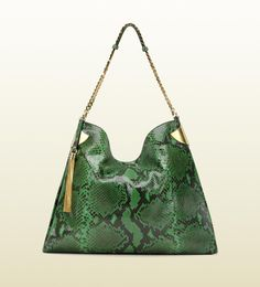For many women, purchasing a genuine designer bag is just not something to hurry into. Since these hand bags can be so high priced, women typically agonize over their choices before making an actual purse purchase. Charming bag design for girls. Gucci Handbags Vintage, New Handbags, Luxury Handbags, Vintage Gucci, Coach Handbags, Womens Designer Bags, Cheap Designer Handbags, Gucci Purses, Gucci Bags