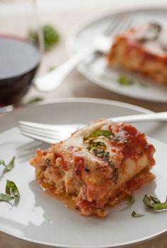 Italian sausage lasagna roll ups joe's healthy meals pizza lasagna, no Recipes Using Italian Sausage, Italian Sausage Lasagna, Sausage Recipes, Italian Recipes, Italian Dishes, Greek Recipes, Lasagne Roll Ups, Lasagna Rolls, Pizza Lasagna