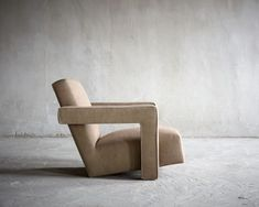 The Utrecht chair by Gerrit Rietveld is a design from 1935 and which is still used by interior designers all over the world for many high-end projects. Furniture Logo, Classic Furniture, Unique Furniture, Home Furniture, Furniture Design, Furniture Dolly, Furniture Movers, Furniture Outlet, Furniture Stores