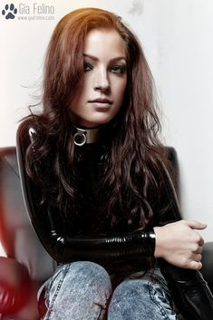 Gia Felino combines black Latex and Jeans