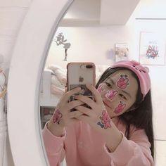 //🍒/ // Omg she so cuteee💘 Korean Aesthetic, Pink Aesthetic, Photos Du, Girl Photos, Korean Girl, Asian Girl, Korean Best Friends, Kpop Merch, Cute Friends