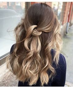Tape in Human Hair Extensions Balayage Dark Brown with Lightest Brown Highlighted Blonde Prom Hairstyles For Long Hair, Winter Hairstyles, Pretty Hairstyles, Easy Hairstyles, School Hairstyles, Bob Hair, Hair Dos, Coiffure Hair, Simple Prom Hair