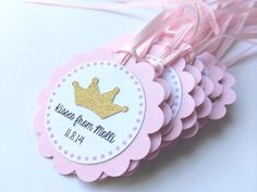 Articoli simili a 20 Pink and Gold Personalized Tags with Tiara. Gold and Pink Party. It's a Girl Baby Shower su Etsy Baby Shower Pin, Baby Shower Items, Baby Shower Princess, Princess Birthday, Princess Party, Pink Parties, Birthday Parties, Baby Girl Baptism, Engagement Decorations