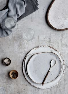 Earth and Baker ceramics - these irregular earthy plates are perfect for serving home made cakes this winter. Read more about where to buy wabi-sabi ceramics on Disneyrollergirl Wabi Sabi, Ceramic Plates, Ceramic Pottery, Ceramic Art, Pottery Plates, Porcelain Ceramics, Ceramic Spoons, Blue Pottery, Ceramic Decor