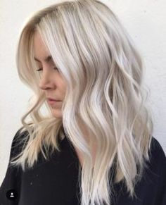 platinum blonde highlights Tremendous Platinum Blonde Bob Hairstyles for Women to Show Off in 2019 Balayage Blond, Icy Blonde, Platinum Blonde Hair, Blonde Highlights, Bright Blonde Hair, Creamy Blonde, Cool Toned Blonde Hair, Toning Blonde Hair, Platinum Highlights
