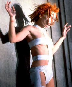 Milla Jovovich as Leeloo in Luc Besson's 1997 film The Fifth Element. Costume designed by Jean Paul Gaultier. Jean Paul Gaultier, Cindy Crawford, Milla Jovovich Fifth Element, Leeloo Fifth Element, Fifth Element Costume, Film Mythique, Chris Tucker, Luc Besson, Divas