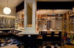 El Mont Bar tiene fama de ser mucho más que un bar