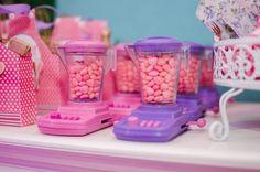 Mini Liquidificador na cor lilás ou rosa <br>Obs: A Peça lilás o botão dele é rosa