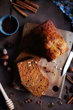 Froid + neige, le combo parfait pour vous proposer ce pain d'épices aux noisettes et butternut réalisé il y a quelques mois. A mi-chemin entre le pain d'ép