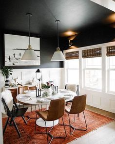 Emily Henderson dining room - dark walls, holiday decoration but modern Design Living Room, Dining Room Design, Sweet Home, Dining Room Inspiration, Home Living, Small Living, Living Spaces, Home Interior, Home Fashion
