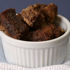 Praline Bread Pudding with Caramel-Pecan Sauce is full of pecans, brown sugar, and cinnamon. Then, it& topped with a sweet, nutty caramel sauce. Impressive Desserts, Elegant Desserts, Delicious Desserts, Yummy Food, Chocolate Bread Pudding, Chocolate Chip Cheesecake, Baking Recipes, Dessert Recipes, Pudding Recipes