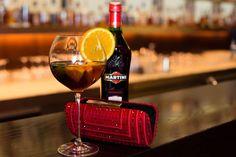 I nnerhalb meiner Posting Reihe zum modernen MARTINI  Aperitif Moment, sollte auch das Thema Mo...  #aperitifmoment #martinitonic #playwithtime