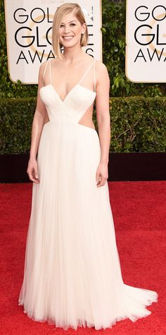 Golden Globes 2015: Red Carpet Arrivals - Rosamund Pike in Vera Wang #InStyle