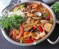 Spicy seafood stew with udon noodle. 술한잔 생각나게 하는 얼큰한 해물 매운탕에 우동서리 넣어 끓여 념냠. *달군팬에 식용유랑 굵은고추가루, 라조장넣어 야채랑(호박, 양배추, 붉은고추, 박초이) 마늘, 목이버섯 먼저 볶다, 새우, 오징어, 조개, 냉동 우동사리, 두부, 새우껍질 삶은물 넣고 간은 진간장으로해 보글 보글 끓여 후추, 쑥갓, 팽이버섯, 쪽파올려 드삼.
